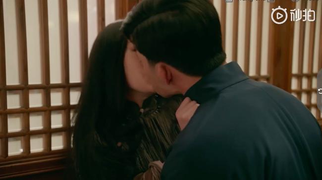 Đỏ mặt với cảnh Lưu Diệc Phi liên tiếp hôn môi trai trẻ kém tuổi đến 5 lần  - Ảnh 8.