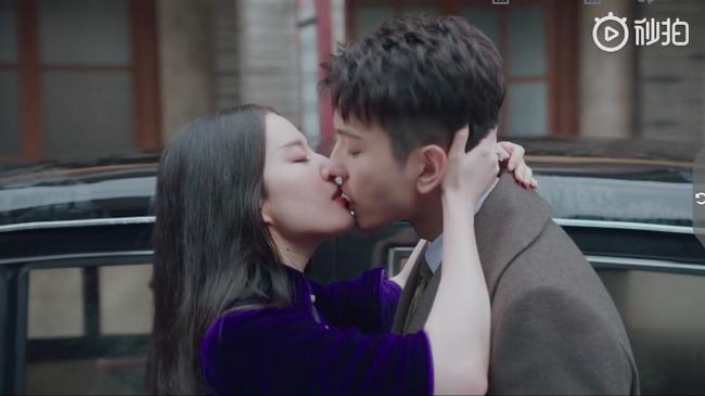 Đỏ mặt với cảnh Lưu Diệc Phi liên tiếp hôn môi trai trẻ kém tuổi đến 5 lần  - Ảnh 9.