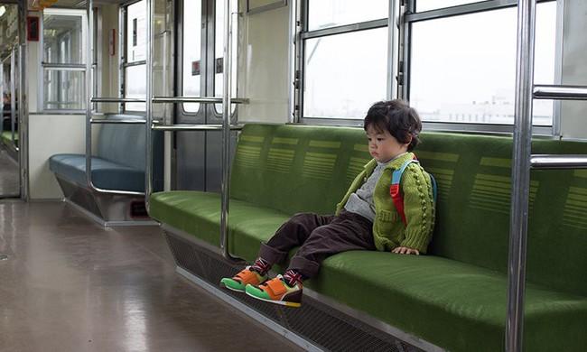Khám phá bí mật đằng sau việc trẻ em Nhật luôn cư xử ngoan ngoãn ở nơi công cộng - Ảnh 3.