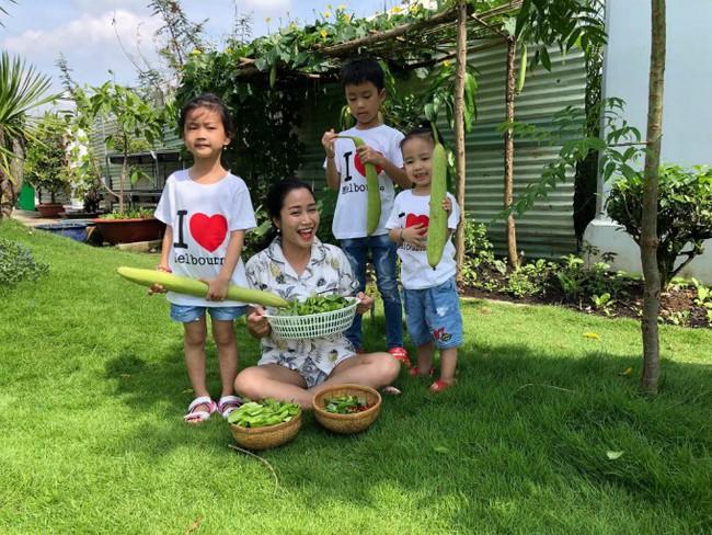 Vườn rau xanh tươi mơn mởn trong biệt thự tiền tỷ do chồng Ốc Thanh Vân trồng tặng 4 mẹ con - Ảnh 2.