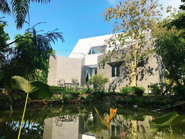 Nhà vườn đẹp như châu Âu rộng 500m² ở Long An của ca sĩ Cao Thái Sơn - Ảnh 1.
