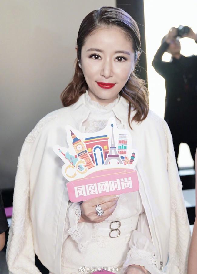 Lâm Tâm Như mặc sang nhưng makeup già chát, Ngô Cẩn Ngôn và Xa Thi Mạn lại ăn điểm nhờ lối diện đồ tinh tế hơn hẳn mọi khi - Ảnh 4.
