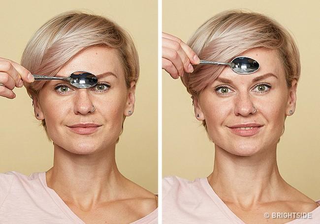 Massage chống lão hóa kiểu châu Á: Chỉ dùng thìa mà sau 2 tuần đã có da mặt căng mọng, khỏe mạnh không nếp nhăn - Ảnh 4.