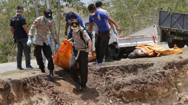 Tìm thấy thi thể 34 học sinh bị chôn vùi trong thảm họa kép tại Indonesia - Ảnh 1.
