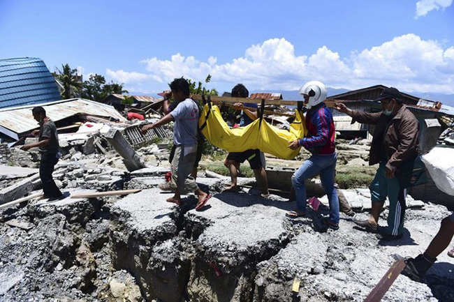 Tìm thấy thi thể 34 học sinh bị chôn vùi trong thảm họa kép tại Indonesia - Ảnh 2.