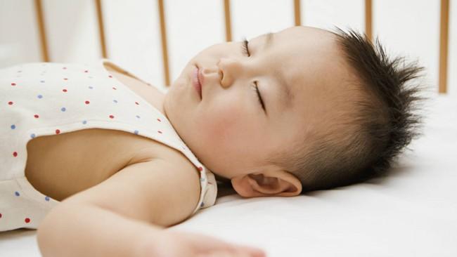 Muốn luyện ngủ cho con thành công giúp bé vào nếp nhanh, đây là 6 yếu tố tiên quyết cần tuân thủ - Ảnh 1.