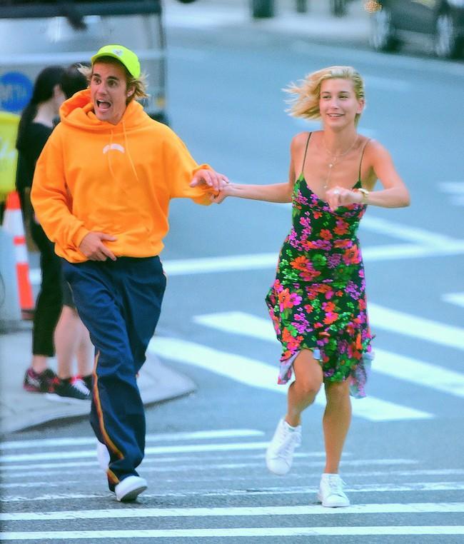Sau kết hôn, Hailey Baldwin liền làm điều này để chứng minh đã thuộc về ông xã Justin Bieber - Ảnh 1.