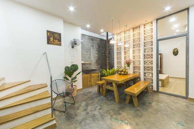 Ngôi nhà vừa để ở vừa cho thuê đẹp khó tin của gia đình trẻ ở Việt Nam khiến báo Mỹ thán phục - Ảnh 7.