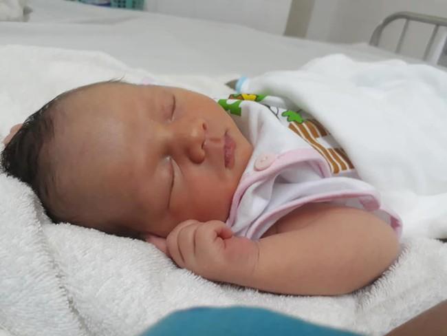 Bất chấp cảnh báo của bác sĩ Nguy hiểm lắm!, mẹ đã quyết giữ con dù mới sinh mổ được 7 tháng  - Ảnh 2.