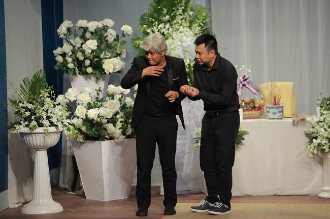 Mải mê giành thị tẩm, Trấn Thành - Lâm Khánh Chi nhảy múa đến mức bung giày cao gót  - Ảnh 8.