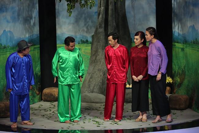 Mải mê giành thị tẩm, Trấn Thành - Lâm Khánh Chi nhảy múa đến mức bung giày cao gót  - Ảnh 10.