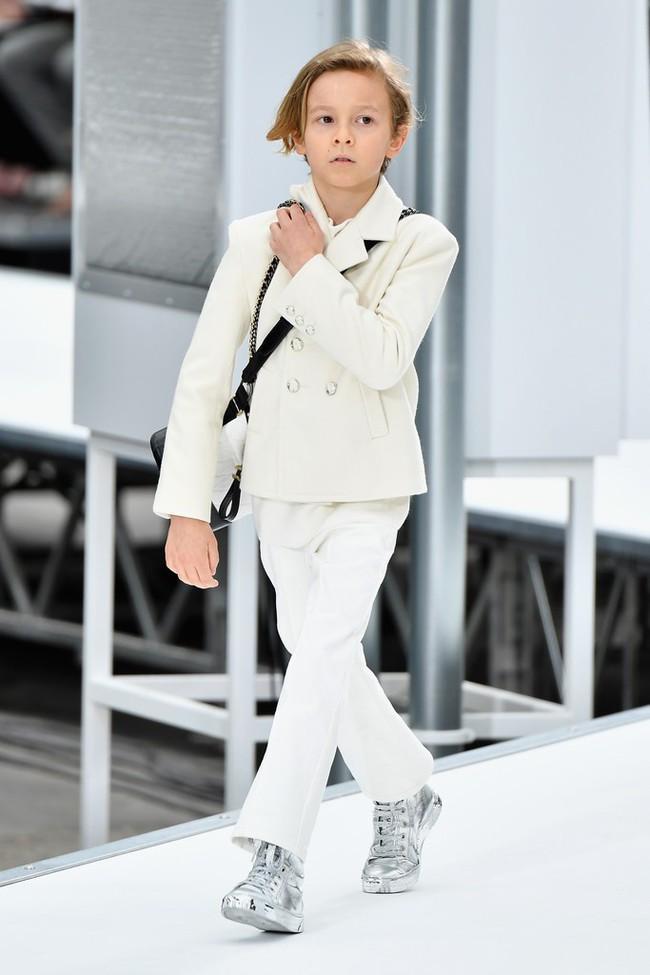 Top người mẫu nhí nhỏ tuổi nhất thế giới: Mới lên 5 đã trở thành các mỹ nam mỹ nữ hàng đầu làng giải trí! - Ảnh 18.