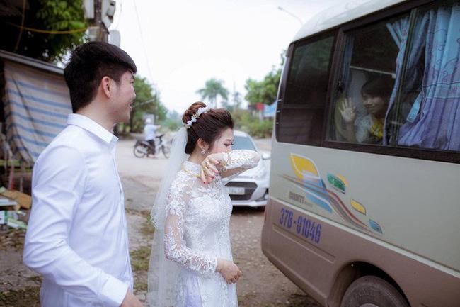 Phía sau bức ảnh cô dâu lau nước mắt chào người thân về nhà chồng: Mẹ mình bị ung thư, từ giờ ai sẽ đưa mẹ đi viện... - Ảnh 2.