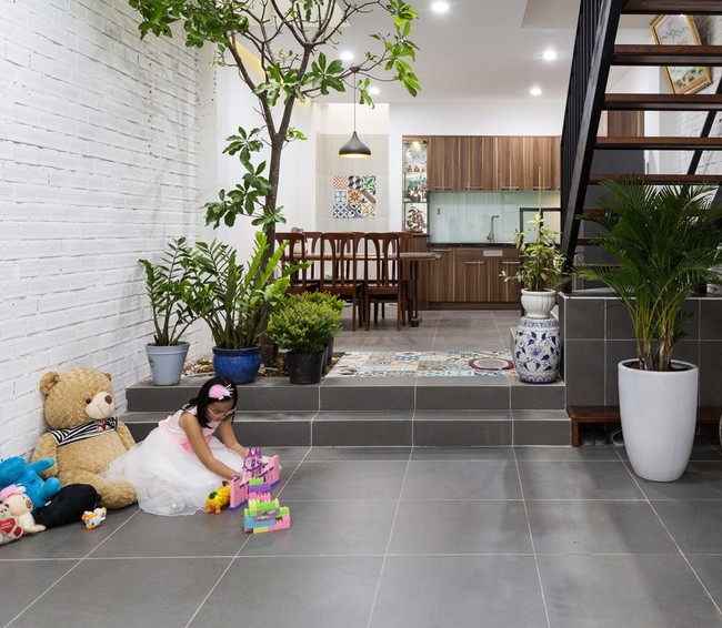 Ngôi nhà ống 4 tầng chi phí chưa tới 900 triệu của gia đình trẻ ở quận 9, Sài Gòn - Ảnh 4.