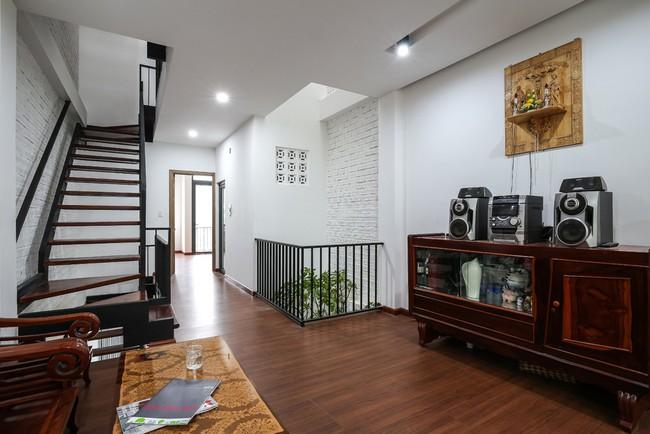 Ngôi nhà ống 4 tầng chi phí chưa tới 900 triệu của gia đình trẻ ở quận 9, Sài Gòn - Ảnh 7.
