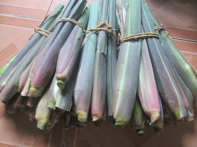 Củ niễng - đặc sản quê tính tiền theo củ đang cháy hàng trên chợ online, được chị em săn đón ráo riết - Ảnh 1.
