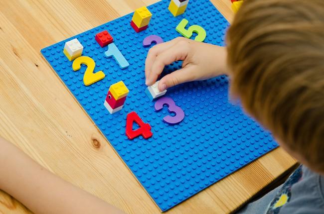 5 kỹ năng toán học trẻ ở tuổi mẫu giáo cần nắm được, bố mẹ có thể dạy qua các hoạt động hàng ngày - Ảnh 2.