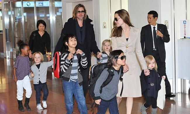 Angelina Jolie sống rất khổ sở kể từ khi Brad Pitt bước ra khỏi cuộc đời  - Ảnh 2.