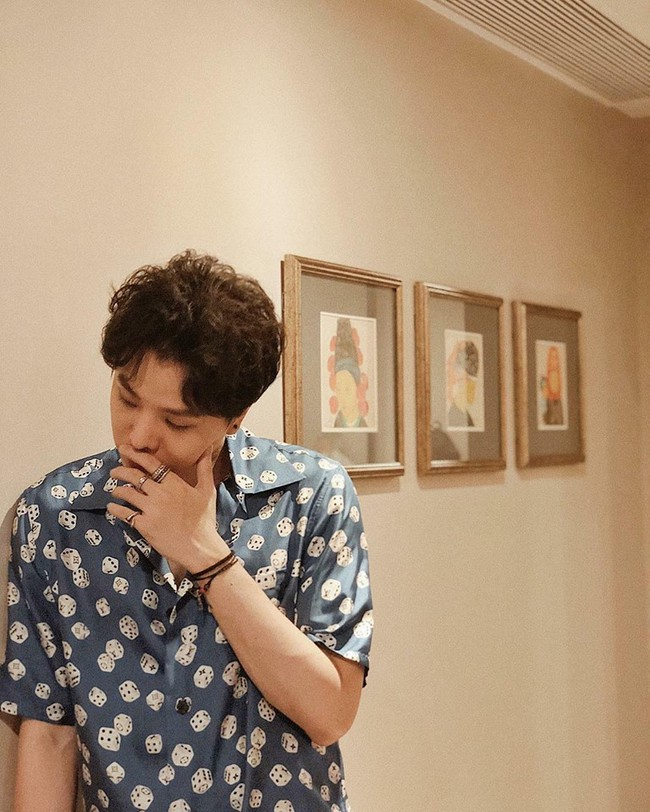 Chẳng biết vô tình hay hữu ý mà Trịnh Thăng Bình mặc luôn áo sơmi cũ, hát về người cũ trong MV Em Ngủ Chưa - Ảnh 8.