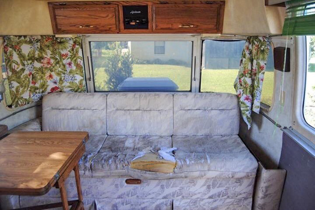 Từ chiếc xe cũ rích, cặp đôi mê xê dịch đã biến nó thành ngôi nhà mơ ước - Ảnh 3.