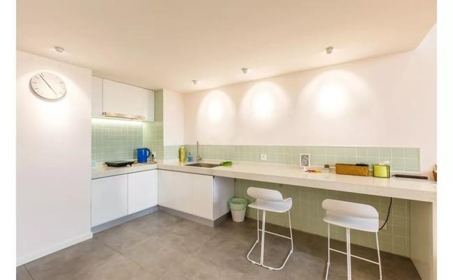 Căn hộ 52m² đẹp ấn tượng với cách bố trí nội thất giật cấp của vợ chồng trẻ - Ảnh 6.