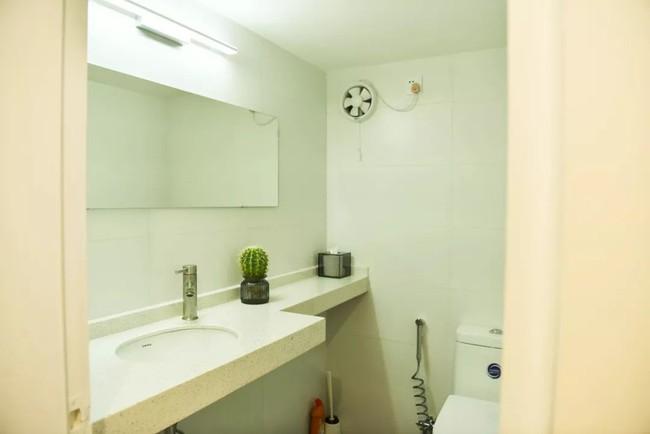 Căn hộ 52m² đẹp ấn tượng với cách bố trí nội thất giật cấp của vợ chồng trẻ - Ảnh 17.