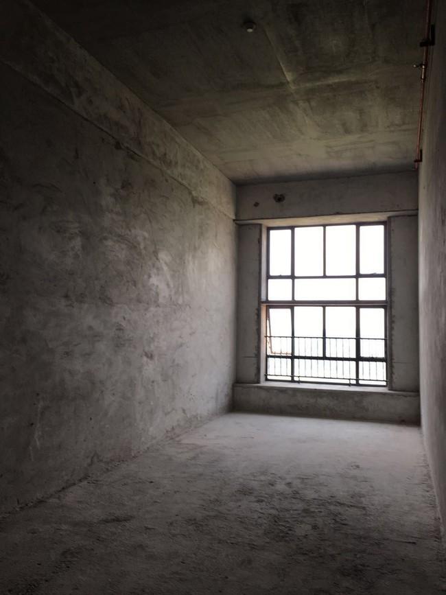 Căn hộ 52m² đẹp ấn tượng với cách bố trí nội thất giật cấp của vợ chồng trẻ - Ảnh 1.