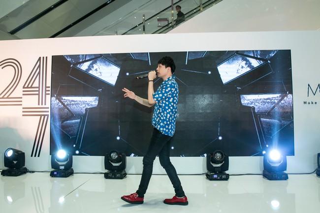 Chẳng biết vô tình hay hữu ý mà Trịnh Thăng Bình mặc luôn áo sơmi cũ, hát về người cũ trong MV Em Ngủ Chưa - Ảnh 6.