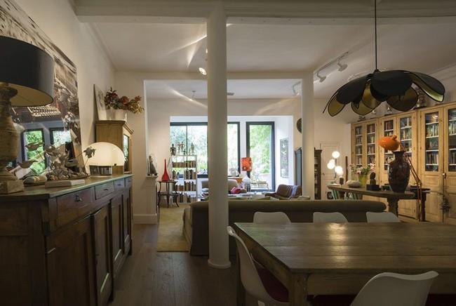 Căn hộ được cải tạo đẹp bất ngờ dù chỉ tận dụng lại toàn nội thất cũ - Ảnh 3.