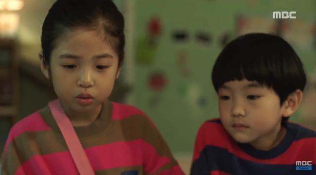 Chết cười xem cảnh 2 nhóc tì 6 tuổi trị thương cho So Ji Sub - Ảnh 1.