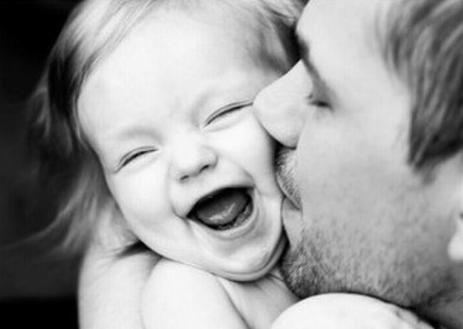 Ngắm những khoảnh khắc đáng yêu của bố và con gái mới thấy không ai chiều con như các ông bố - Ảnh 16.