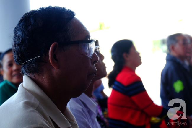 """Hơn 100 phụ nữ miền Tây nghèo bị bệnh """"ra khỏi nhà là té"""" được bác sĩ Sài Gòn đến cứu - Ảnh 3."""