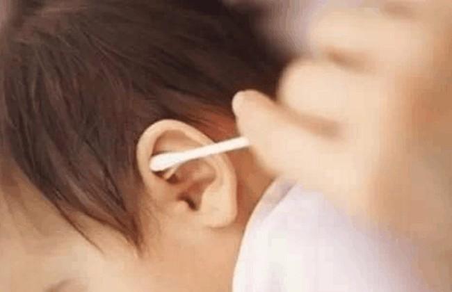 Cậu bé 3 tuổi bị điếc tai trái chỉ vì hành động rất nhiều người đang làm mỗi ngày - Ảnh 2.