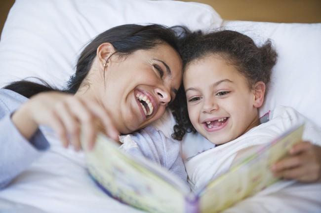 Chuyên gia ngôn ngữ gợi ý 8 mẹo đơn giản giúp trẻ học ngoại ngữ giỏi từ nhỏ - Ảnh 1.