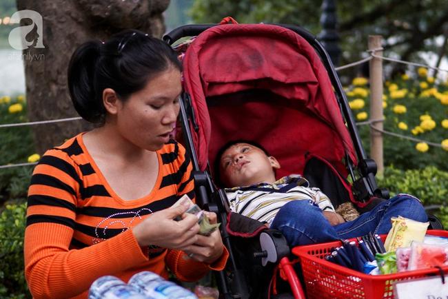 Giấc mơ bên chiếc xe nôi của người mẹ có con trai bỏng mắt do cháy nhà, 2 năm trời không thể khép mi ngủ - Ảnh 9.
