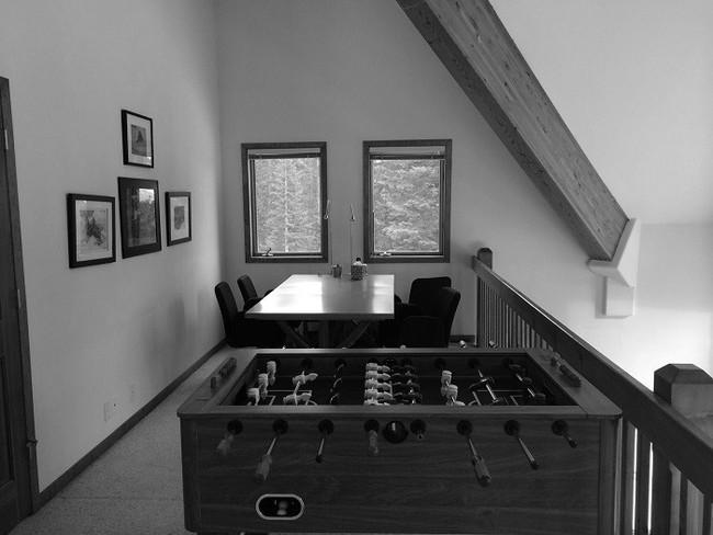 7 ngôi nhà nhỏ được cải tạo có thiết kế nội thất hiện đại khác xa với cảnh quan bên ngoài - Ảnh 4.