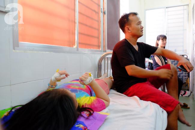 Đã xác định nguyên nhân ban đầu vụ hàng chục trẻ em bị ngộ độc sau khi ăn bánh mì chà bông gà ở TP.HCM - Ảnh 3.