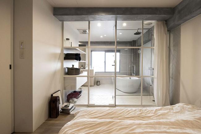 Ấn tượng với cách cải tạo căn hộ ở Nhật Bản với cửa xoay, tường kính và kết cấu đa dạng - Ảnh 10.