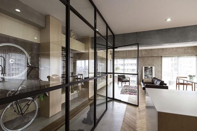 Ấn tượng với cách cải tạo căn hộ ở Nhật Bản với cửa xoay, tường kính và kết cấu đa dạng - Ảnh 3.