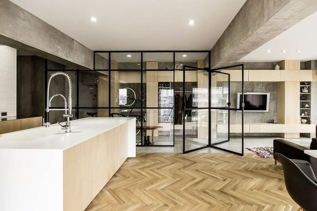 Ấn tượng với cách cải tạo căn hộ ở Nhật Bản với cửa xoay, tường kính và kết cấu đa dạng - Ảnh 4.
