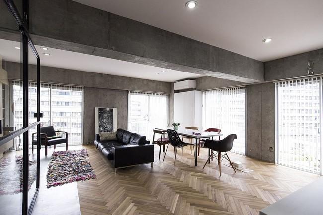 Ấn tượng với cách cải tạo căn hộ ở Nhật Bản với cửa xoay, tường kính và kết cấu đa dạng - Ảnh 5.