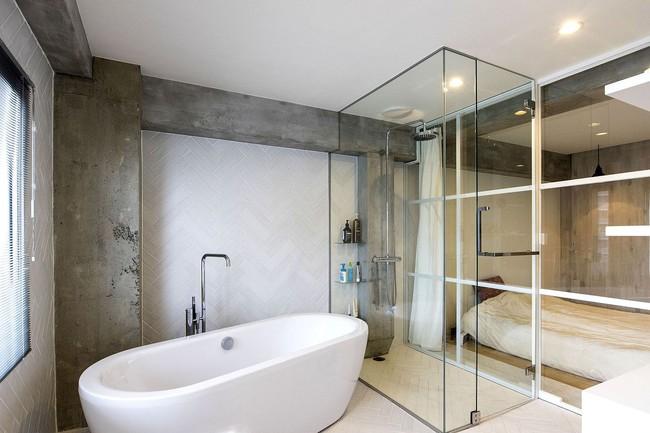 Ấn tượng với cách cải tạo căn hộ ở Nhật Bản với cửa xoay, tường kính và kết cấu đa dạng - Ảnh 9.