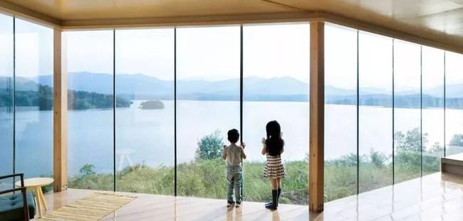 Ngôi nhà trong suốt ngập tràn hạnh phúc của gia đình trẻ bên phong cảnh non nước hữu tình - Ảnh 15.