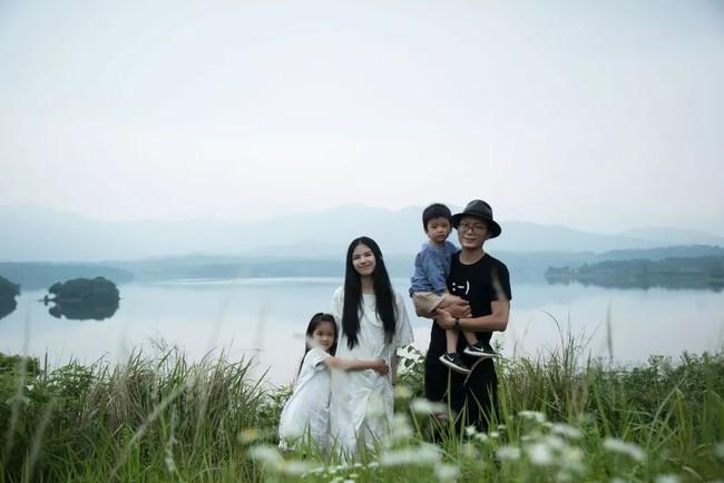 Ngôi nhà trong suốt ngập tràn hạnh phúc của gia đình trẻ bên phong cảnh non nước hữu tình - Ảnh 12.
