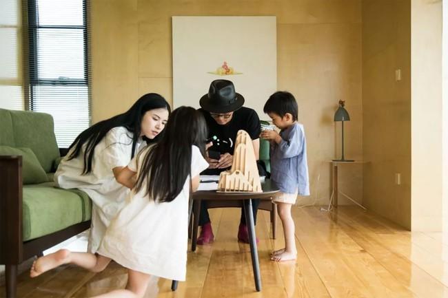 Ngôi nhà trong suốt ngập tràn hạnh phúc của gia đình trẻ bên phong cảnh non nước hữu tình - Ảnh 10.