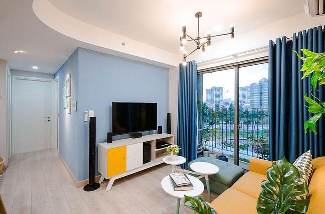 Căn hộ nhỏ 60m² màu vàng - lam đầy cảm hứng của bà mẹ đơn thân ở Sài Gòn - Ảnh 3.