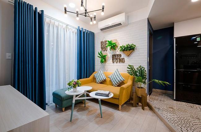 Căn hộ nhỏ 60m² màu vàng - lam đầy cảm hứng của bà mẹ đơn thân ở Sài Gòn - Ảnh 2.