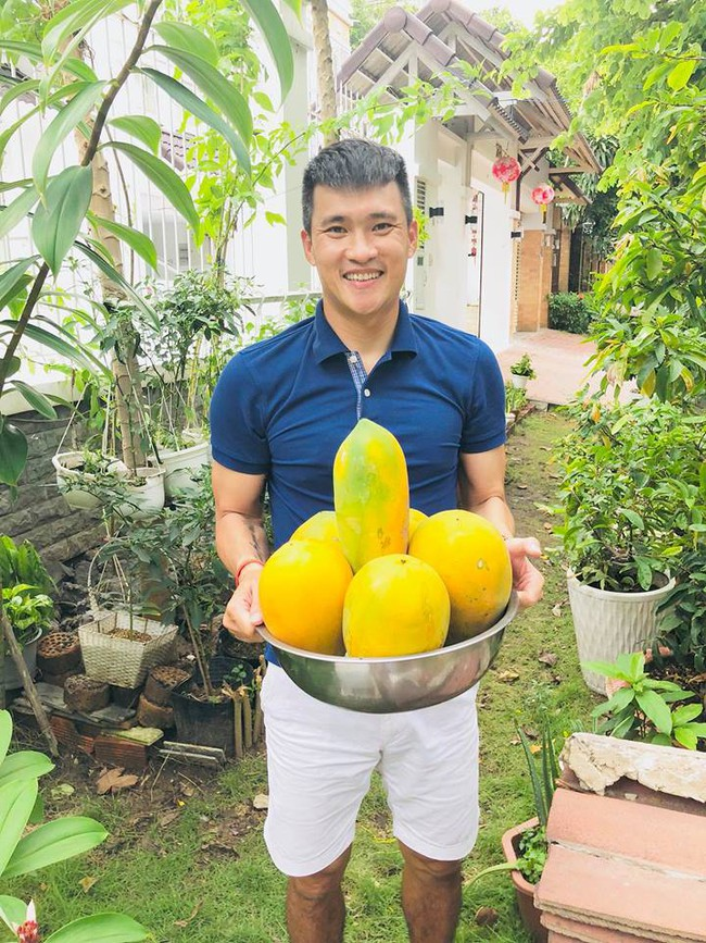 Vợ chồng Công Vinh – Thủy Tiên vui vẻ thu hoạch rau quả sạch trong vườn nhà - Ảnh 6.