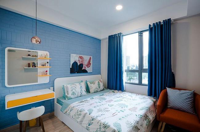Căn hộ nhỏ 60m² màu vàng - lam đầy cảm hứng của bà mẹ đơn thân ở Sài Gòn - Ảnh 7.
