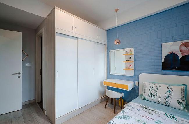 Căn hộ nhỏ 60m² màu vàng - lam đầy cảm hứng của bà mẹ đơn thân ở Sài Gòn - Ảnh 8.